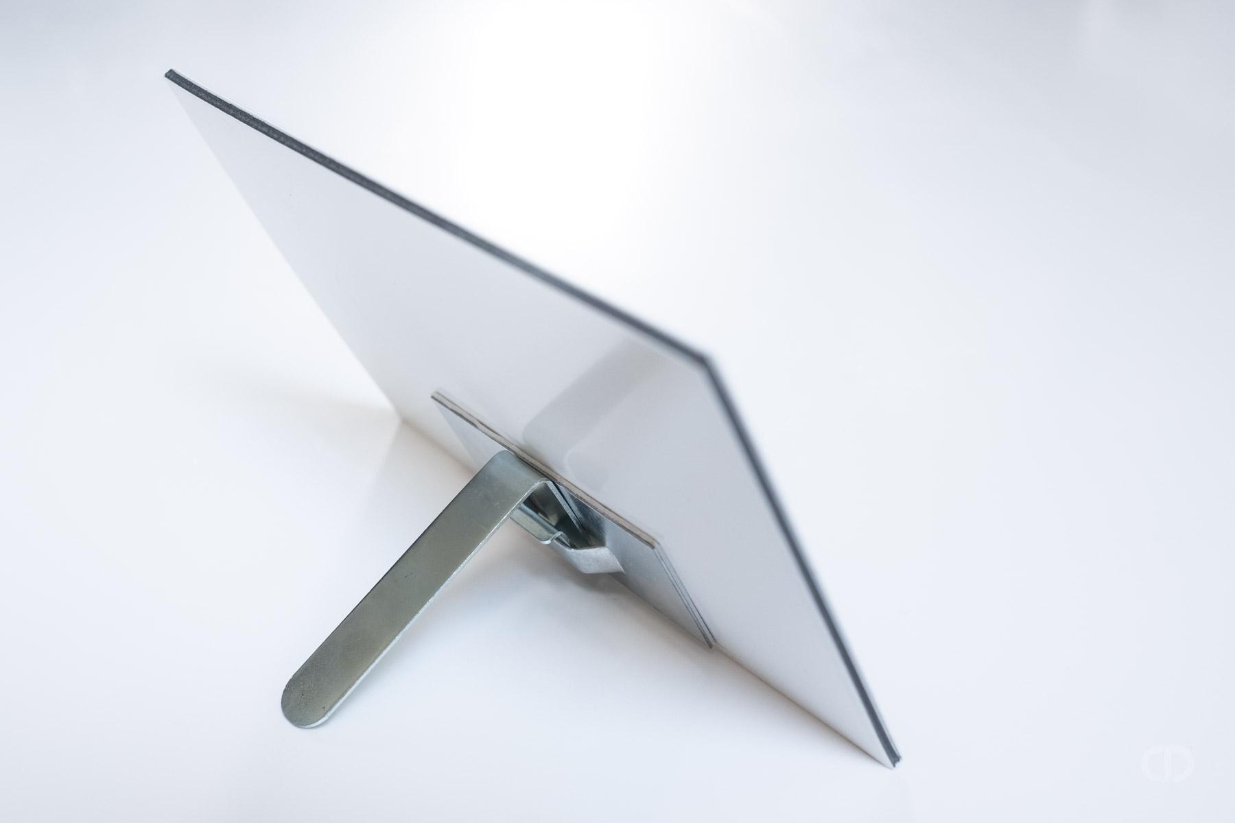 claire-deprez-présentoir-aluminium-dos